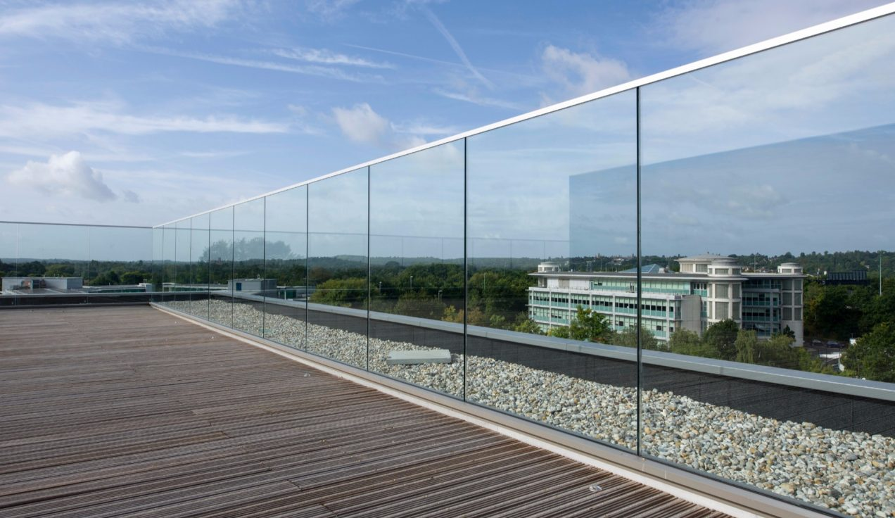 B40 - Frameless Glass to Terrace area