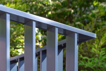 What are the 3 main advantages of extruded aluminium balustrades? featured image