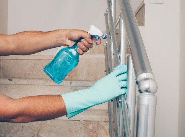 cleaning_balustrade_stainless_steel